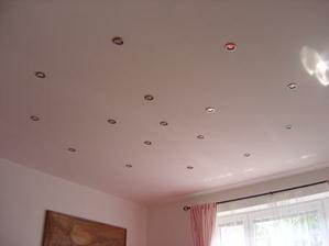 Svetlá sú usporiadané do kruhov.