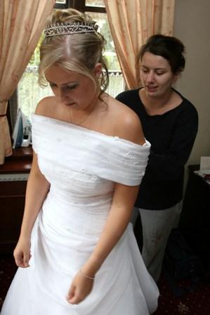 Tánička{{_AND_}}Tomino - Zuzka mi zapína šaty.