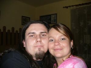 Tak to jsme my na večerní svatební oslavě kamaráda leden 06