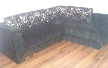 První kousky nábytku
