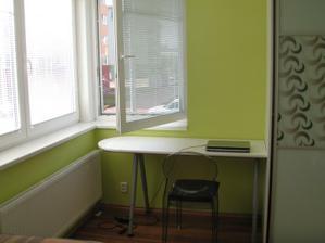 Konečně vymalovaný pokoj. Židle k ps.stolu bude bohužel asi až za 2 měsíce. Ale závěsí přijdou prý dříve.
