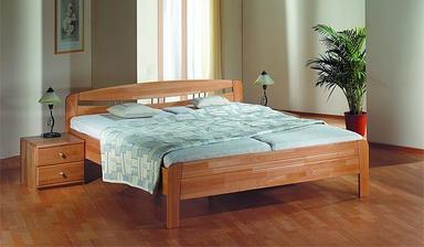 Objednaná postel. Původně jsme jeli pro Livii, ale do naší malé ložnice byla dost robustní.