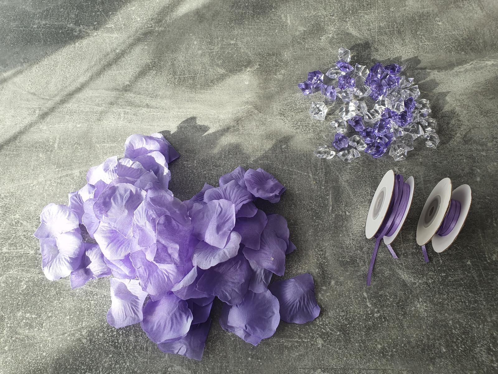 Platky ruzi lila - Obrázek č. 1