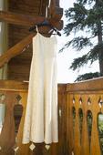Nevšední svatební šaty s odhalenými zády, 36
