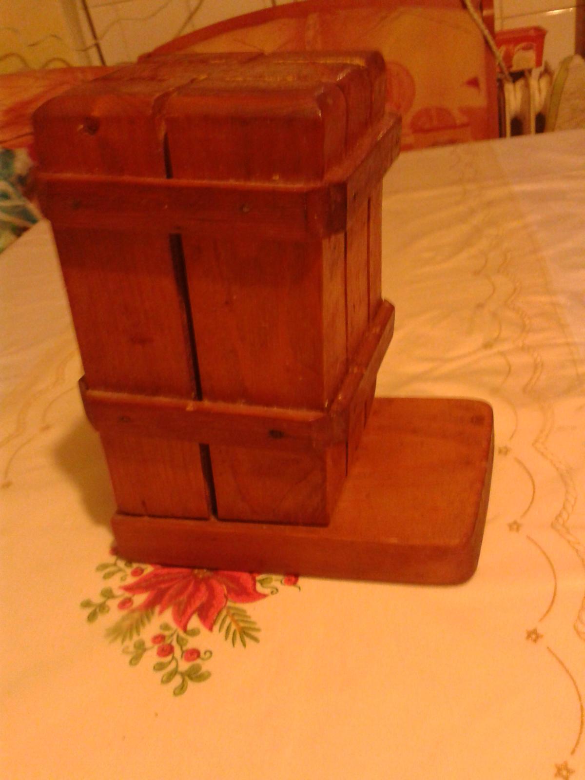 Drevený stojan na nože - Obrázok č. 1