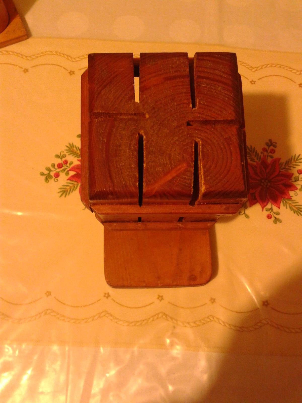 Drevený stojan na nože - Obrázok č. 2