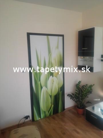 Fototapety - realizace zakázek - Samolepíci tapeta na dveře Tulipány