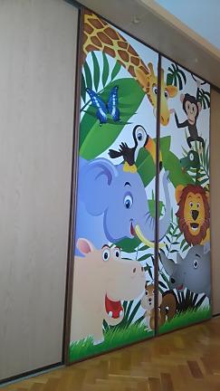 Fototapety do dětského pokoje - relaizace tapety na skříni - safari