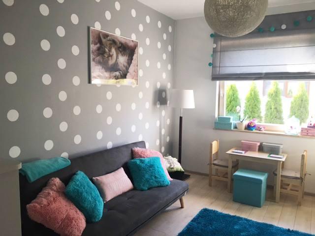Šablóny na malování stěn i nábytku - namalovaná zeď za pomocí šablony