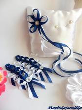 Vývazky a polštářek na prstýnky. Vše lazeno do královské modré a bílé.