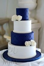 Svatební dort. Korpus red velvet a krém z mascapone.