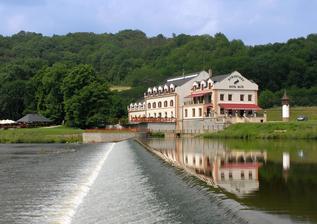 Naše svatební místo: Romantický hotel Mlýn v Karlštejně