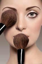 Make up objednán.