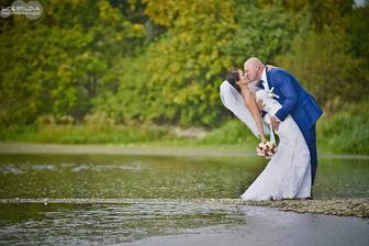 Přemýšlím o svatebním focení...záklon musí být =D