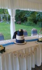 CupCakes Veronika - nedoporučuji. 2.patrový dort za 4.000,- Chuť bez chyby, ale vzhled katastrofa =(