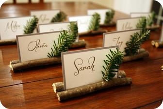 Nejako takto si predstavujem menovky na mojej svadbe. Len od mesiaca bude záležať, či vetvičku nahradí jesenný list alebo nie :)