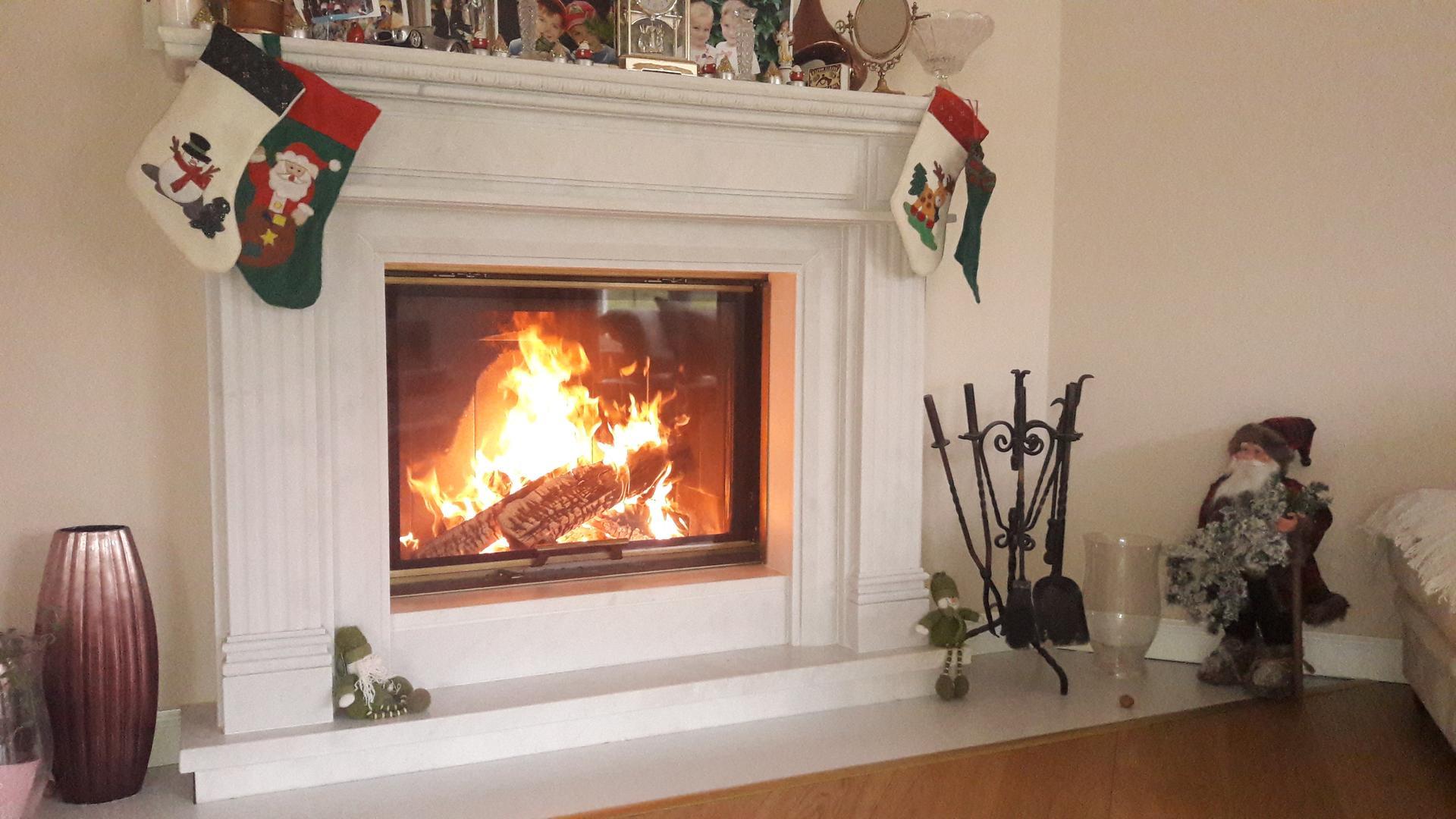 Náš mramorový portál, krbová vložka  15kw... vianoce s čarom a teplom ;-) - Obrázok č. 1