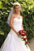 Na zakázku šité svatební šaty, 36