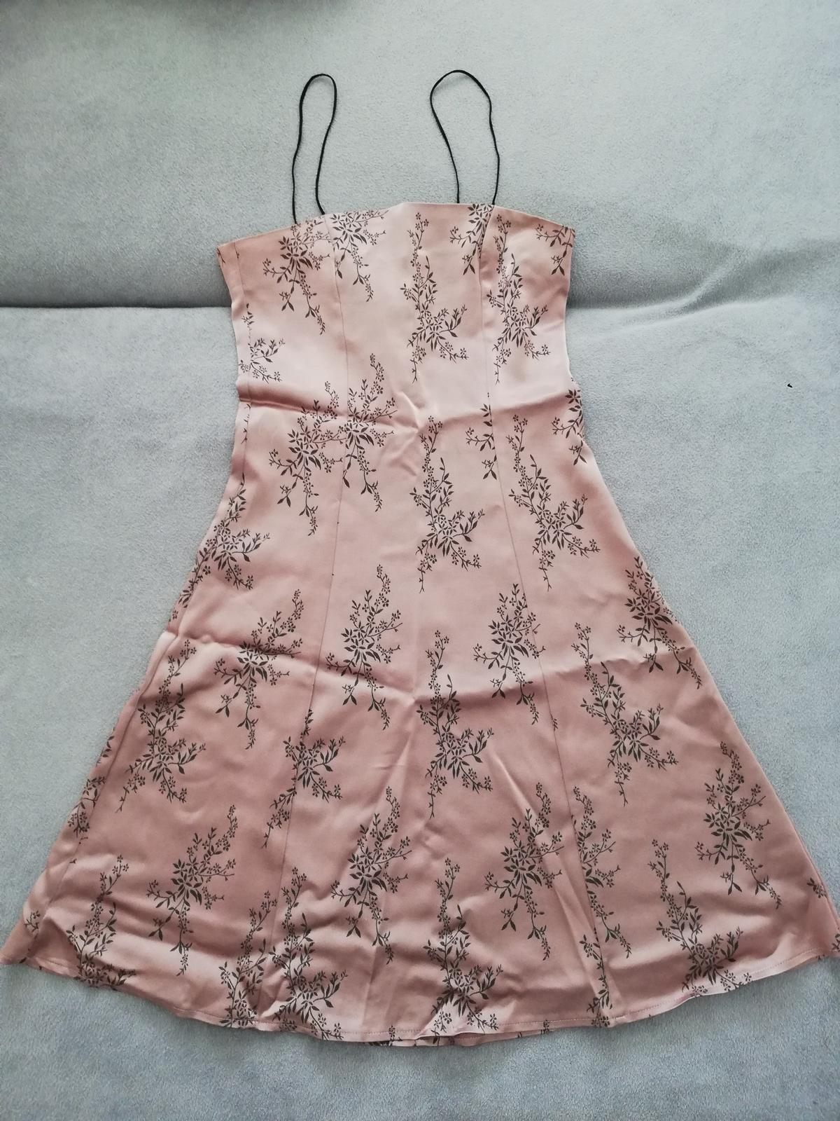 Saténové šaty nad kolena - Obrázek č. 1