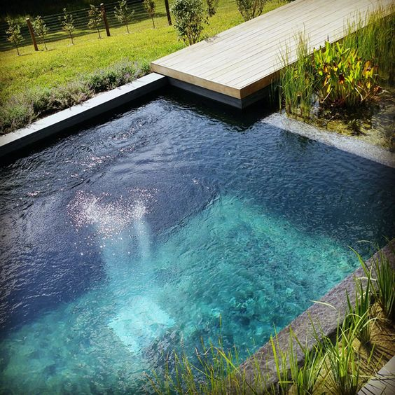 Inspirace zahrada - Bio bazén, neboli přírodní jezírko nakonec bude zdobit i naší zahradu.