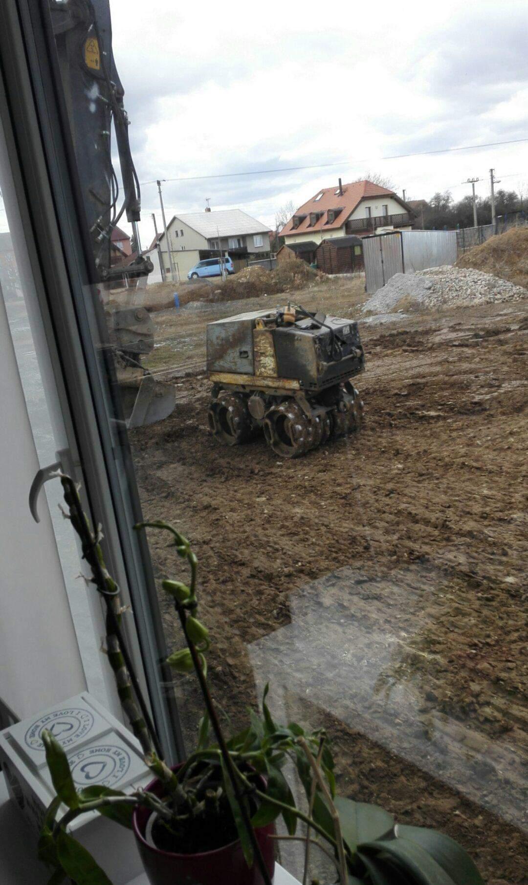 Zahrada na klíč - Úpravy pro budoucí terasu.