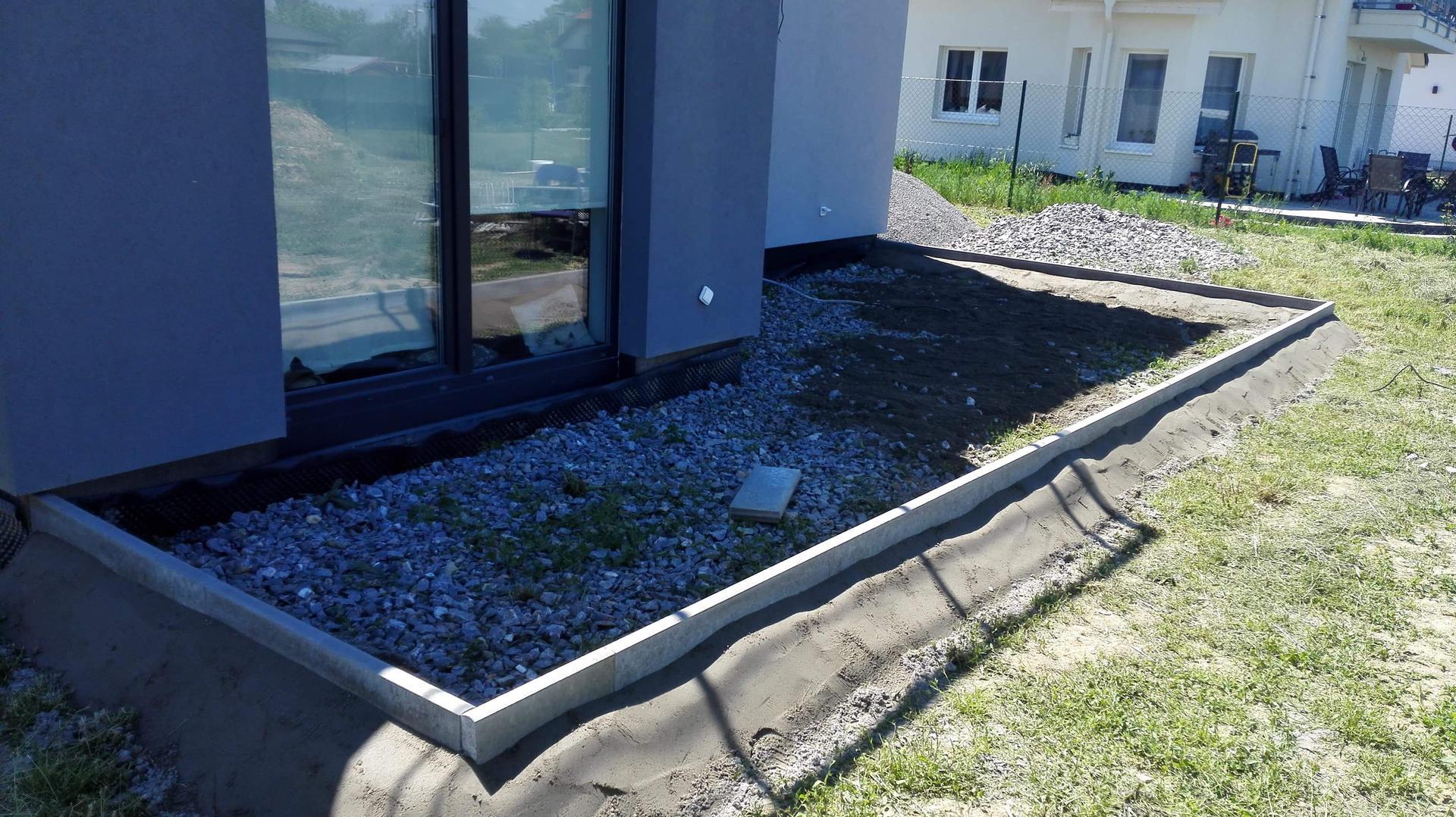 Zahrada na klíč - Základy terasy se již rýsují.
