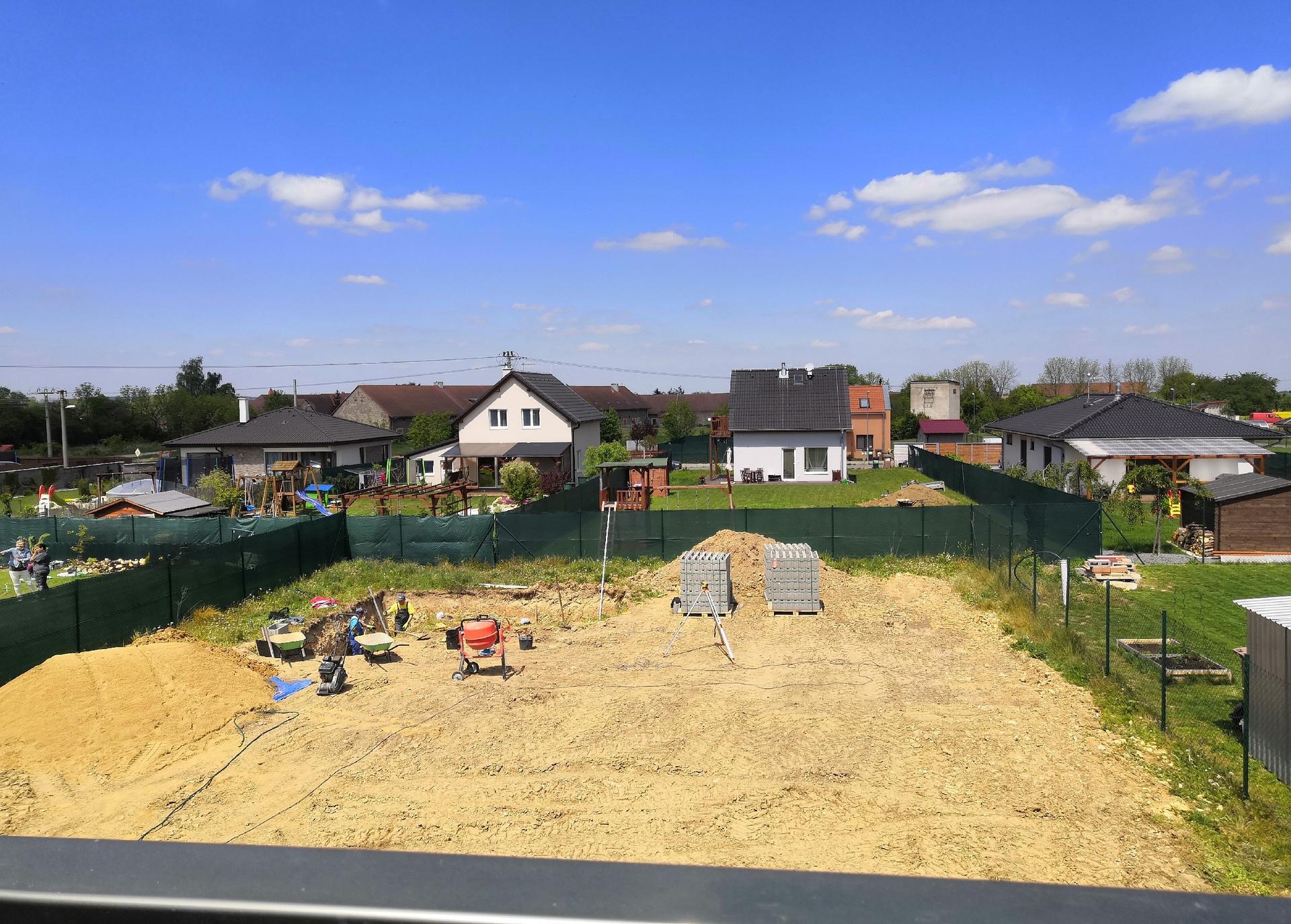 Zahrada na klíč - 16.5.2020 Začíná se betonovat bio bazén.