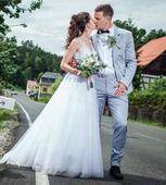 Svatební šaty s růžovou stuhou, 34