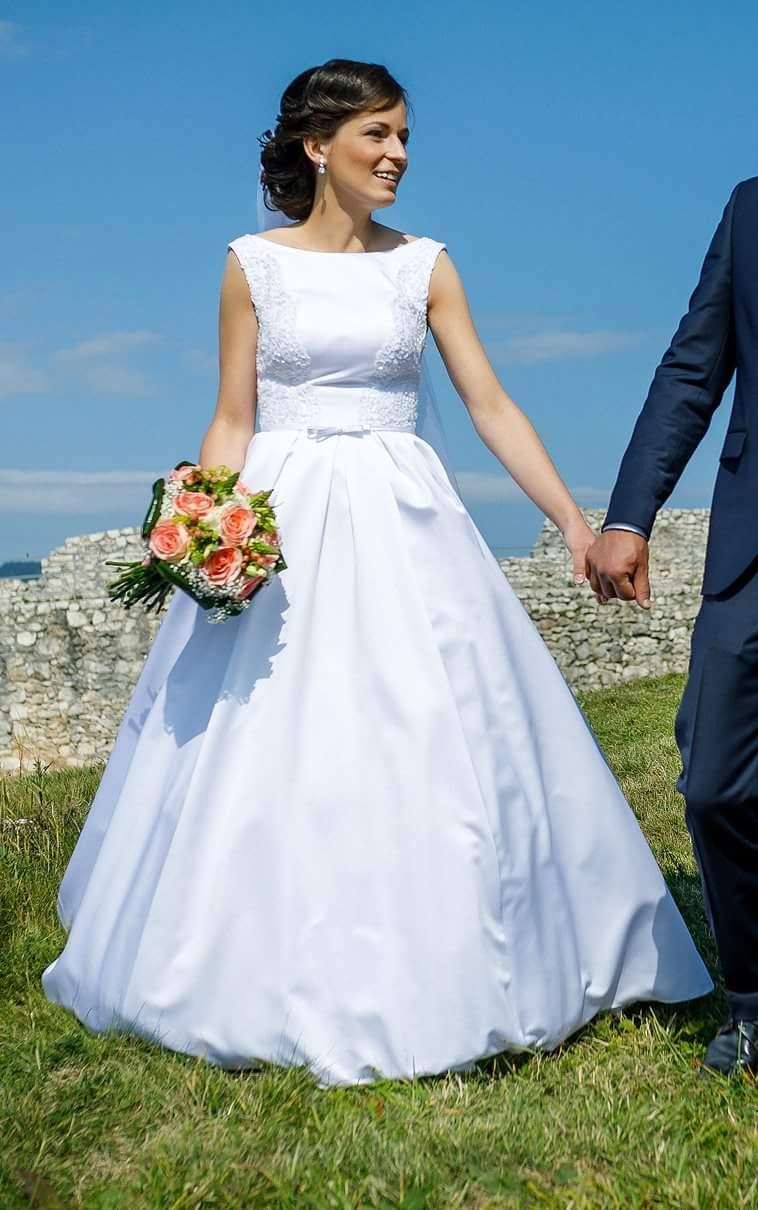 Svadobné šaty + kruh - Obrázok č. 1