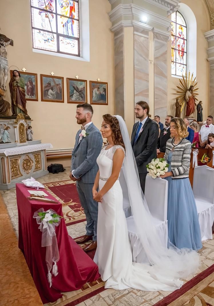 Svadobné šaty priliehave s vlečkou vo farbe ivory cena dohodou - Obrázok č. 4