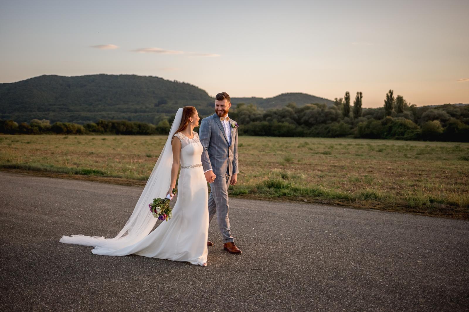 Svadobné šaty priliehave s vlečkou vo farbe ivory cena dohodou - Obrázok č. 2
