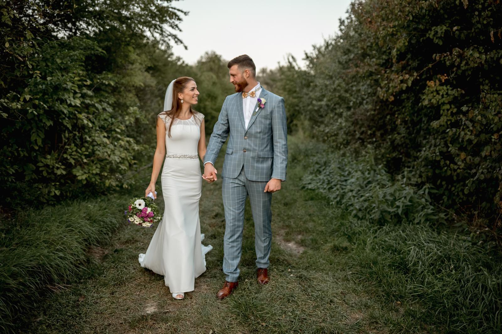 Svadobné šaty priliehave s vlečkou vo farbe ivory cena dohodou - Obrázok č. 3