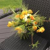 Jarní svatební kytice s tulipány