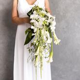 bílý svatební vodopád z orchidejí a kal
