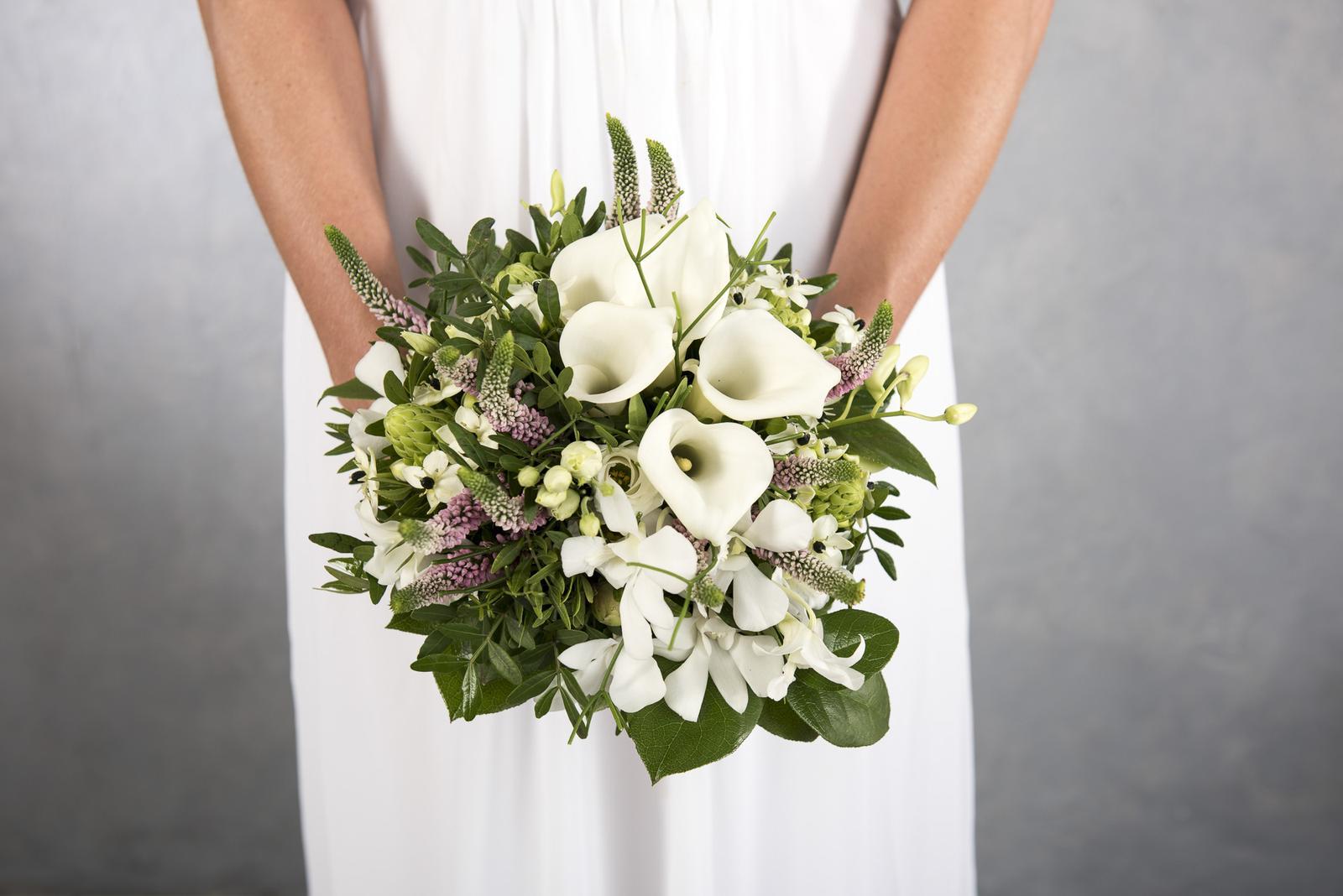 Volné termíny - kaly v kulate svatební kytici