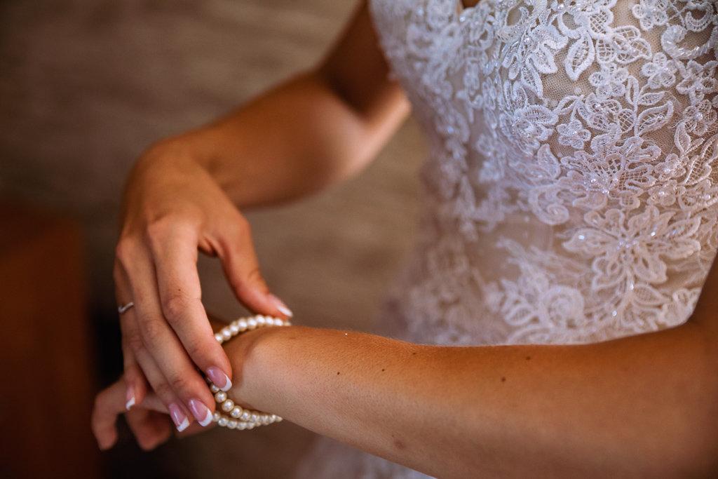 Princeznovské krajkové šaty champagne - Obrázek č. 4