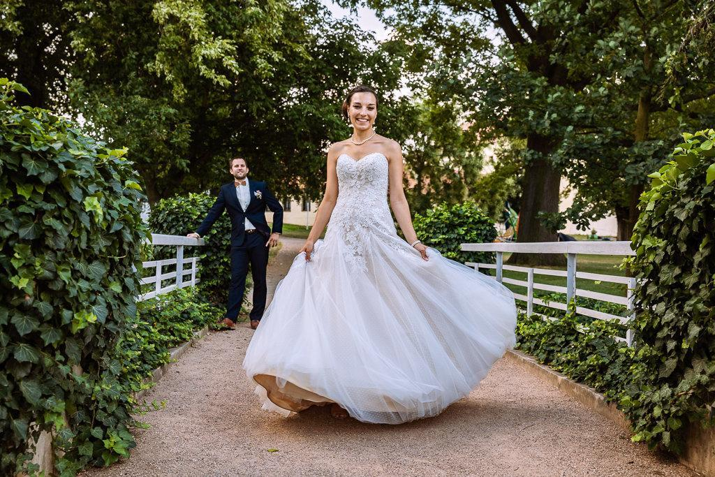 Princeznovské krajkové šaty champagne - Obrázek č. 1