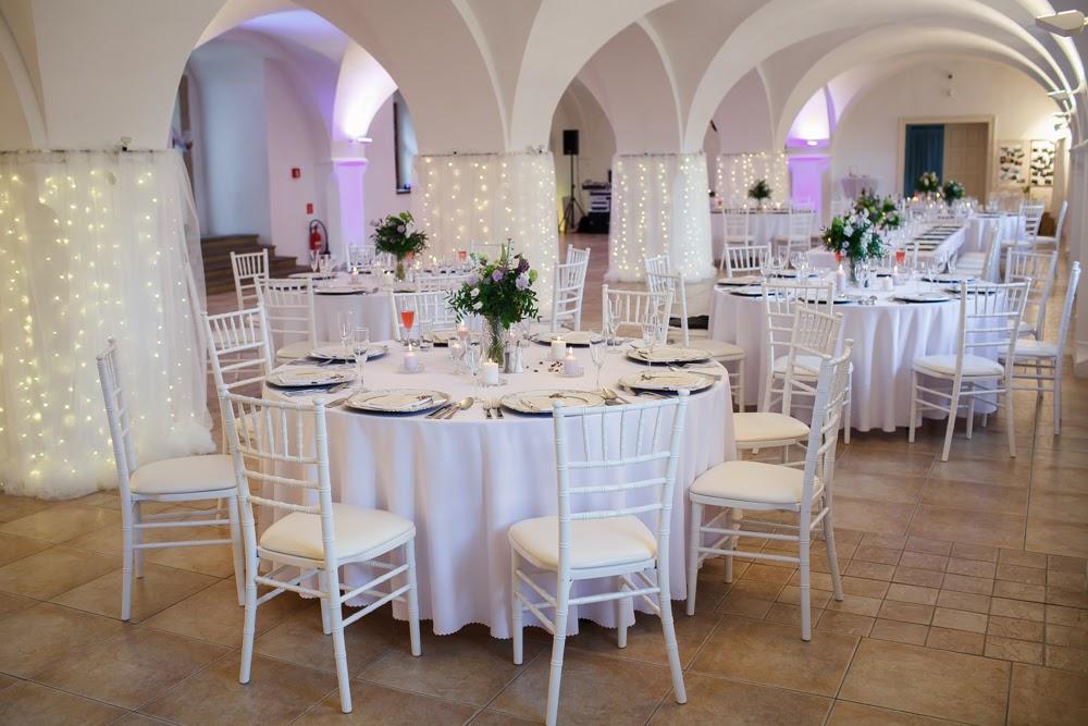 Kruhové stoly, priemer 180cm, pre 8-10 hostí - Obrázok č. 1
