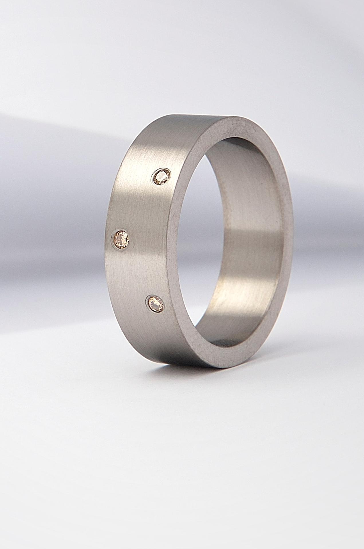 daloo - https://daloo.cz/zasnubni-prsteny/zasnubni-prsteny-modern.html