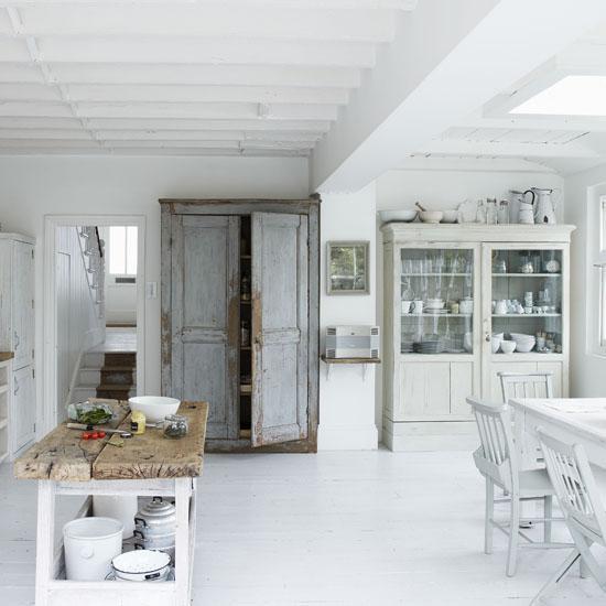 Drevo a biela v kuchyni - Obrázok č. 5