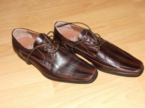 Topánky k obleku.
