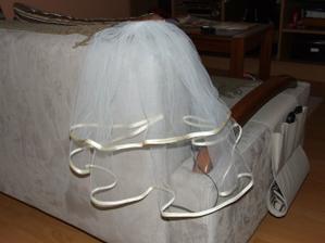 závoj k svadobným šatám