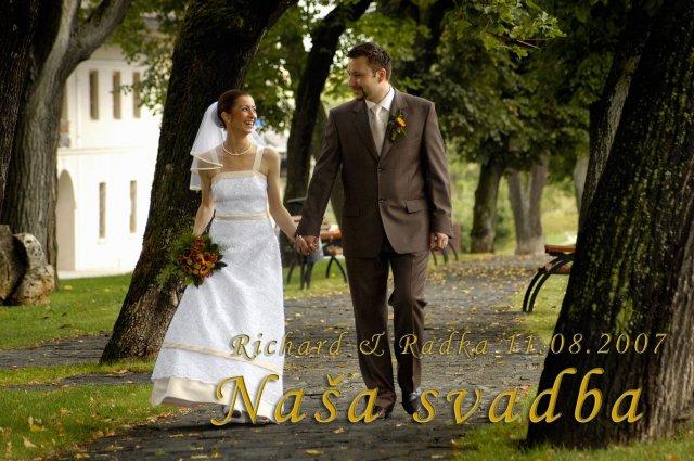 Radka{{_AND_}}Riško - Takto vyzerá náš svadobný album. V skutočnosti sú však fotky oveľa krajšie.