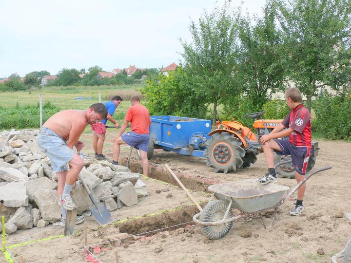 Bungalov 59 - 28.7.2009 začali sme kopať základy
