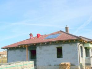 hotová strecha aj s kolektormy