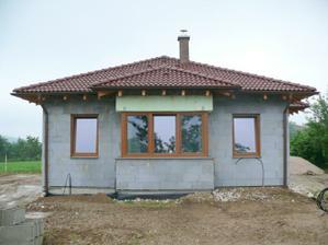 po zime sa nejak moc nezmenil domček z vonku