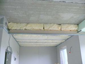 strop v kuchyni