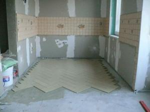 dlažba skoro uložená v kuchyni:-)