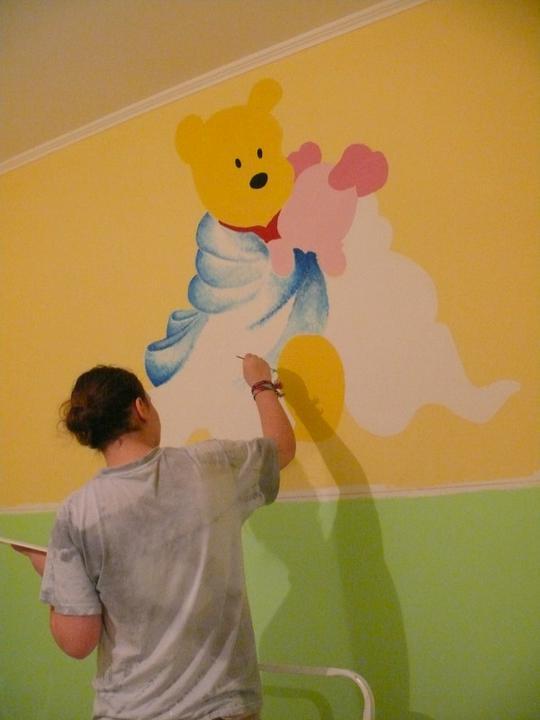 a maľujeme Barborkinu izbu - takto to včera vymalovávala