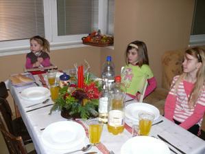 silvestrovská večera- baby chystali stôl :-)